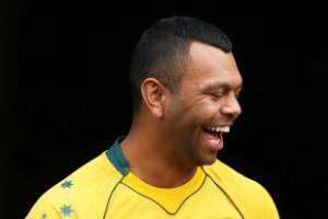 Kurtley Beale, left, has the chance to take Australia's fullback spot of Israel Folau, right, at the Rugby World Cup.