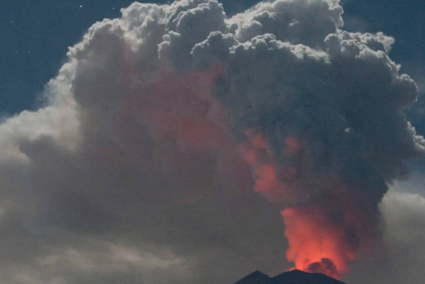 Bali Volcano Erupts Again Stuff Co Nz