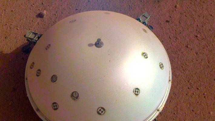 Mars lander picks up what's likely 1st detected marsquake