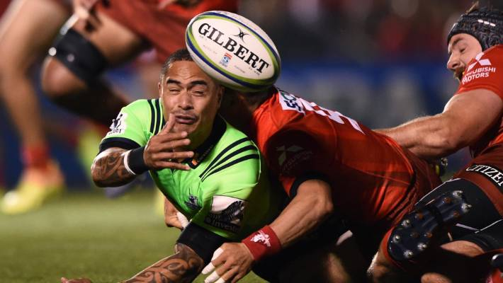 Aaron Smith, the Highlanders' midfielder, has been offloading during his team game for the Sunwolves in Tokyo last weekend.