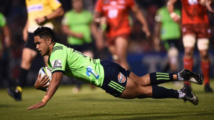 Highlanders pivot Josh Ioane cruises to one of the Highlanders' eight attempts against the Sunwolves last Friday night.
