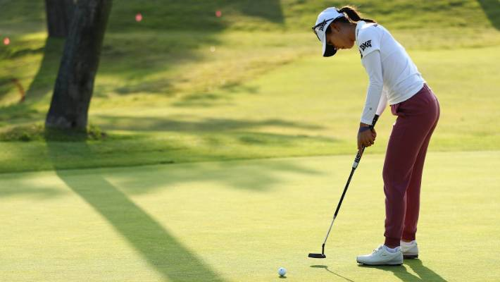 Tired after 2 long nights with daughter, Stacy Lewis shares lead