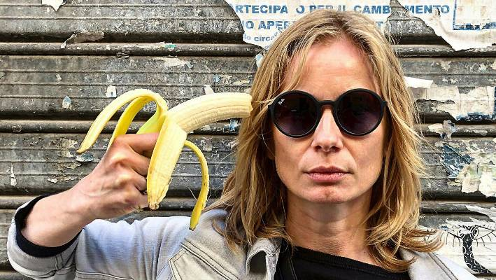 Polish actress Magdalena Cielecka points a banana like a gun on her head to protest against the removal of a work of art.