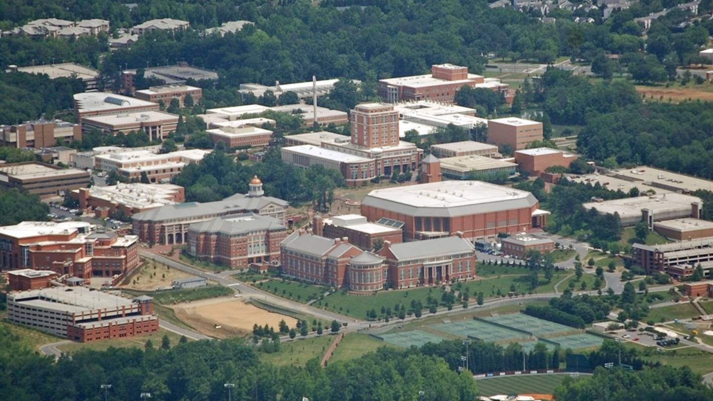 north carolina university on lock down following reports of an apparent shooting. Black Bedroom Furniture Sets. Home Design Ideas