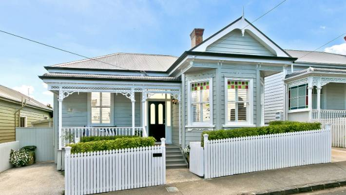 Painting the house exterior: What colour comes after grey
