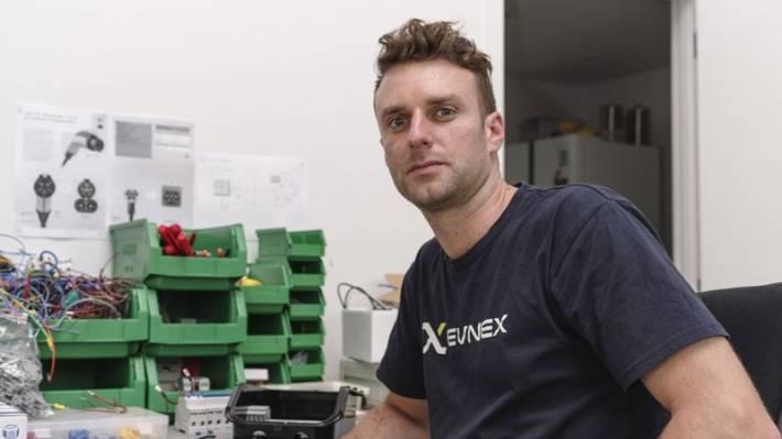 Ed Harvey en était à sa dernière année à l'université lorsqu'il a converti sa Honda Accord à l'électricité. Il y a quatre ans, il a installé EVnex à Christchurch, afin d'installer des stations de recharge pour les flottes commerciales.