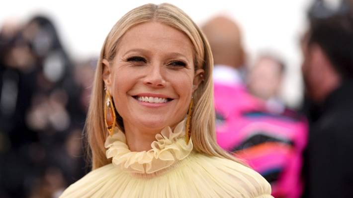 Gwyneth Paltrow has posted another photo of Apple - but this time it's been pre-approved.
