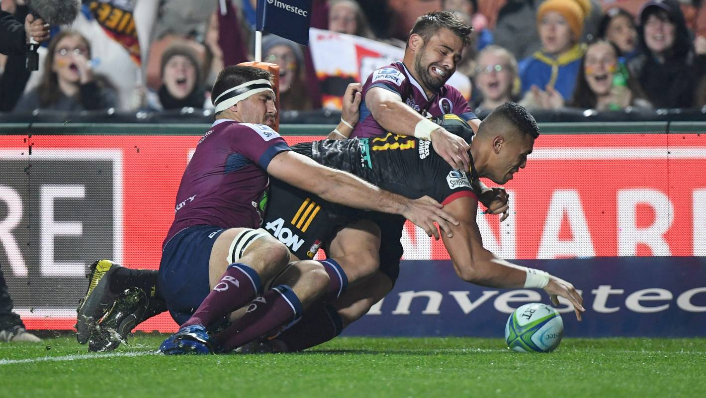 Super Rugby: More contentious refereeing decisions as Chiefs denied try