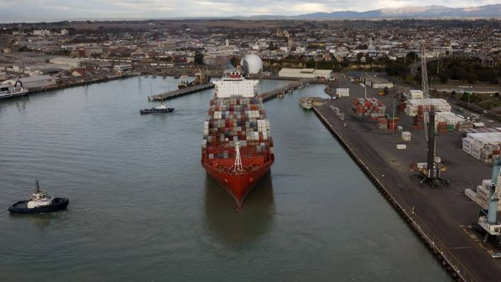 The giant container ship, Rio de Janeiro, prepares to leave the Port of Timaru.