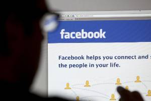 Lifting the curtain on anonymous social media behaviour is unlikely to stop bullying, internet safety experts warn.