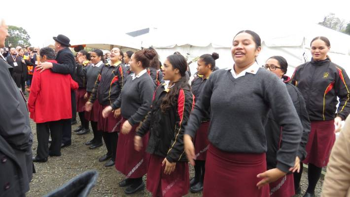 Hukarere Girls' College students performed a waiata for ministers and MPs upon their arrival to Eskdale, north of Napier. The train then departed for Wairoa.