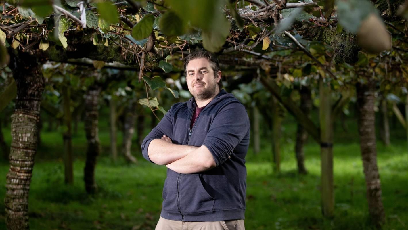 Kiwifruit picking: 'Hot hard work that nobody wants to do'