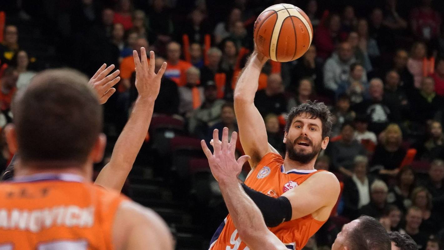 NBL: Defending champion Southland Sharks close in on Final Four
