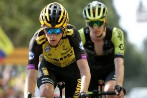 George Bennett has tumbled down the general classification standings after a chaotic 10th stage.