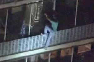 A man scales down the side of a 19-storey building in Philadelphia to escape a fire.