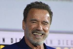 Arnold Schwarzenegger earned $20 from a swearing bet with Diego Boneta at Comic Con.