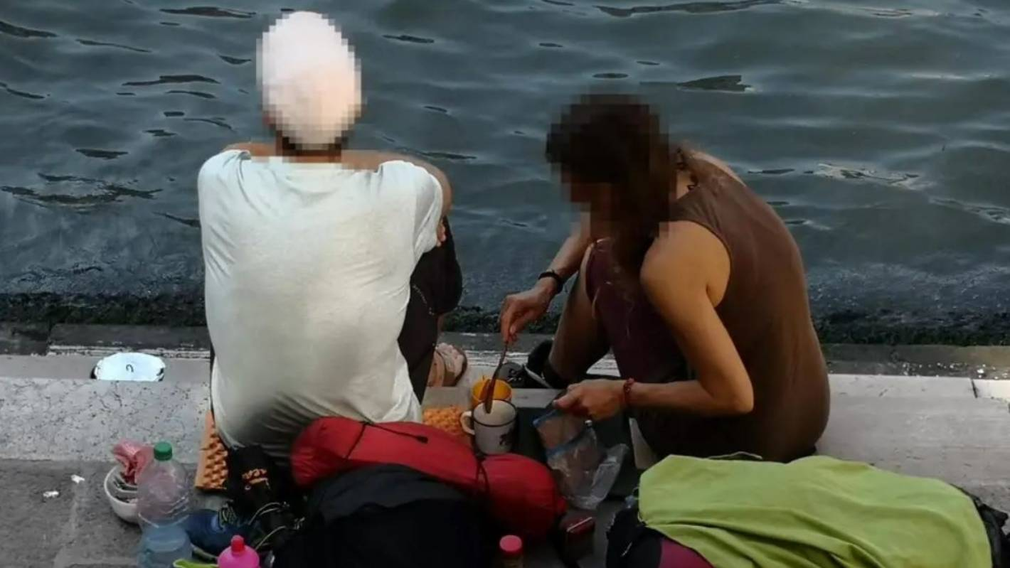 Tourists fined $1600 for making coffee near Venice bridge