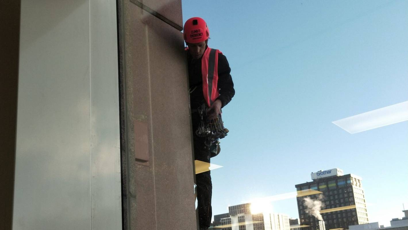 Greenpeace activists climbing Wellington's tallest building in oil protest