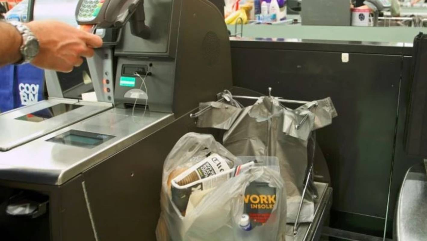 Supermarket self-service checkouts breed a new type of thief | Stuff