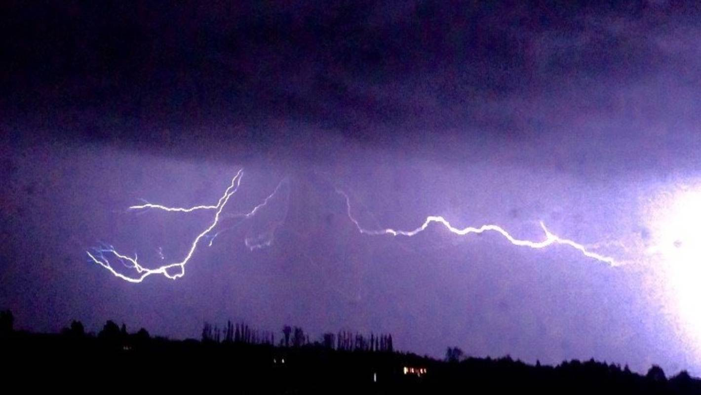 Fast winds high in atmosphere key to thousands of lightning strikes