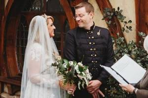 American couple Josh and Ashley Baurle got married outside Matamata's i-SITE centre.