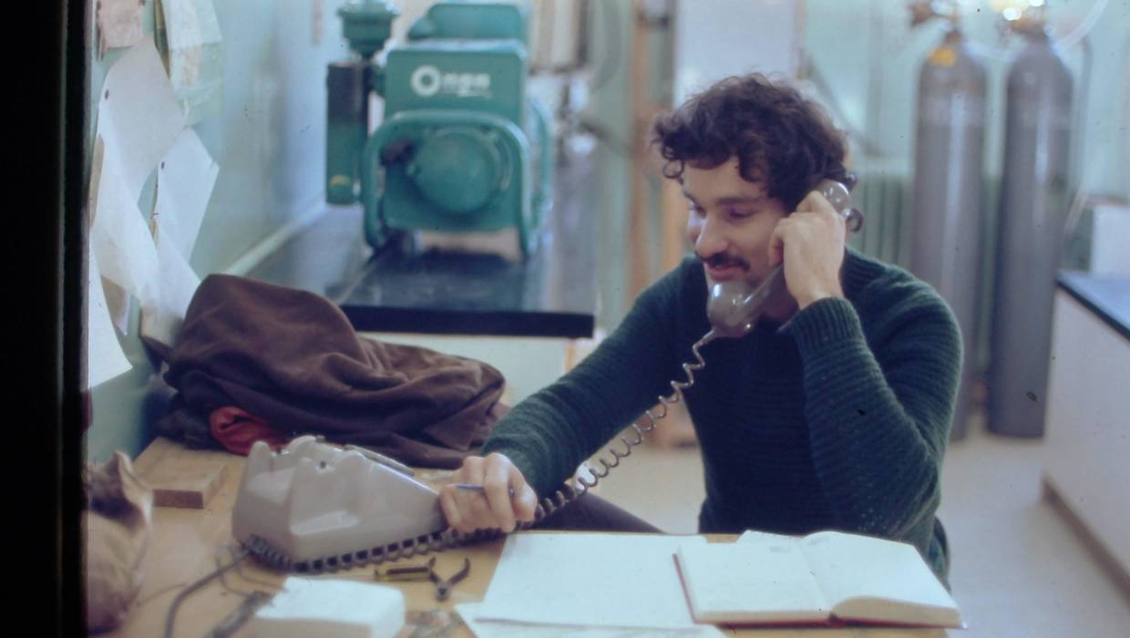 Dave Lowe in 1973 at the DSIR Institute of Nuclear Sciences laboratories in Gracefield, Lower Hutt.