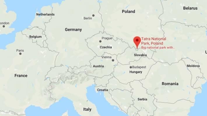 La pareja se cortó después de que el aumento del agua bloqueara su ruta de la cueva Wielka Sniezna, la cueva más extensa de las montañas Tatra, informó la BBC.