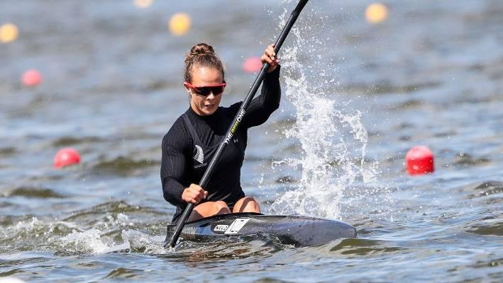 Lisa Carrington races into semifinals at world canoe sprint