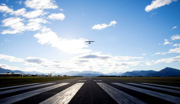 Accusations of 'Trumpian' behaviour as Wanaka airport debate continues