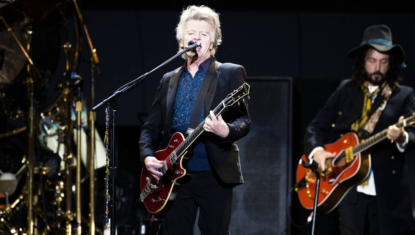 Neil Finn smashes it leading first Fleetwood Mac gig in New Zealand
