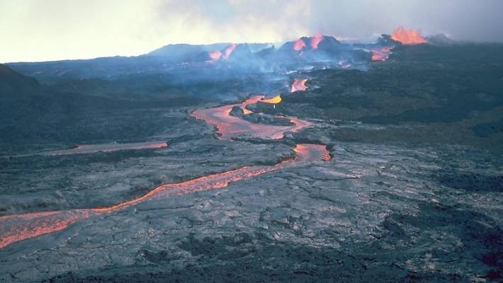 A lava channel flows down the sides of Mauna Loa after the 1984 eruption.