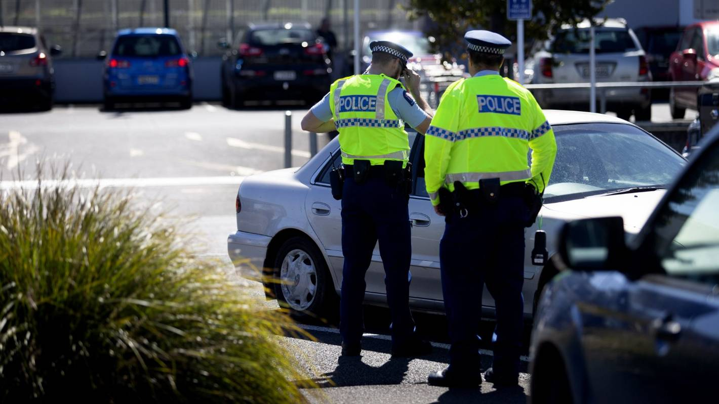 Drivers caught using phones in Taranaki get police advice and a feed - not fines