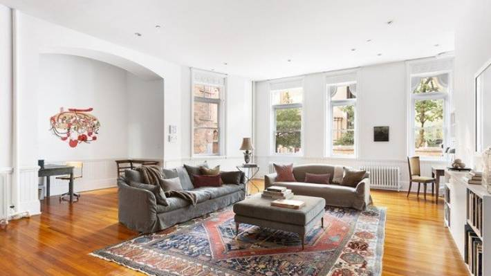 Anne Hathaway\'s New York City apartment in \'Modern Love\' is ...