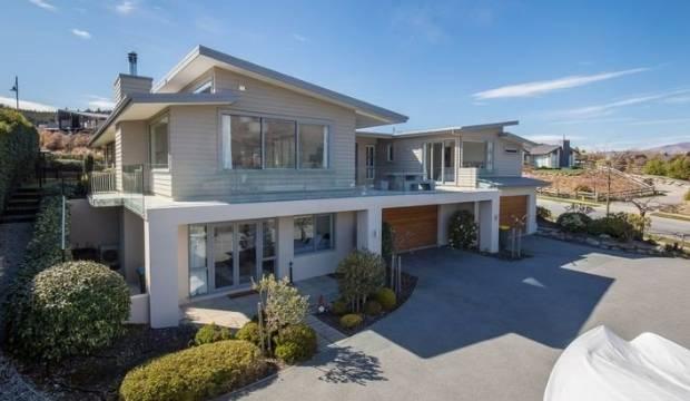 Steve Hansen's Wanaka holiday home sells for $2.7m