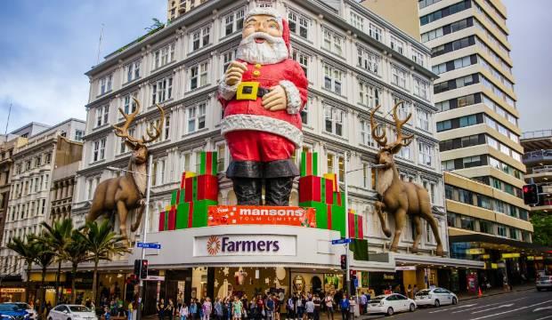 Auckland's giant Santa fails to find a helper