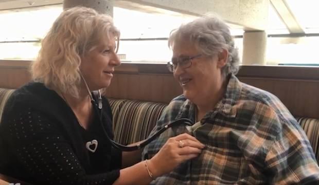 Fiona Shennan listens to Mindy Decker [centre], the recipient of their son Jamie's heart.
