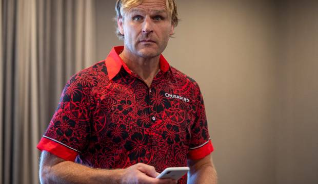 All Blacks head coach candidate Scott Robertson seeks advice from Robbie Deans