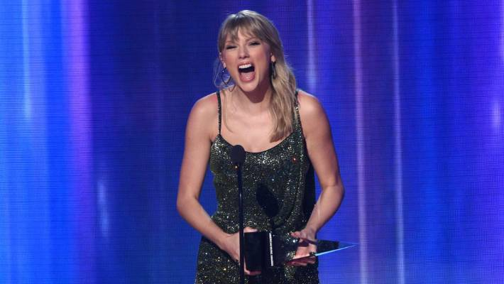 Prime Taylor Swift Ties Michael Jacksons Record At American Music Andrewgaddart Wooden Chair Designs For Living Room Andrewgaddartcom