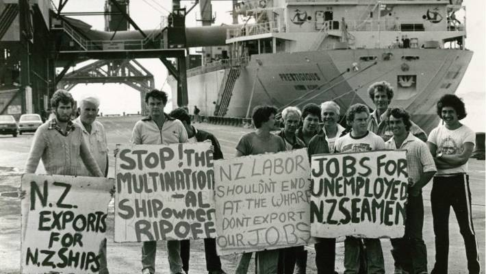 Seamen's Union members protesting at Port Taranaki in 1983. Strikes among maritime workers used to be common before the upheavals of the late 1980.