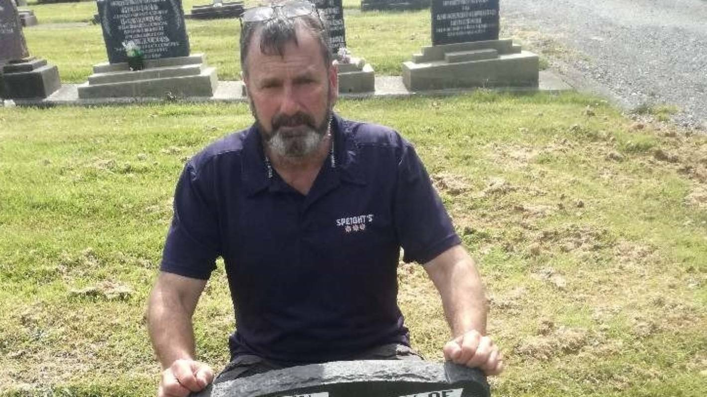 Southland army veteran restores war grave in Bluff