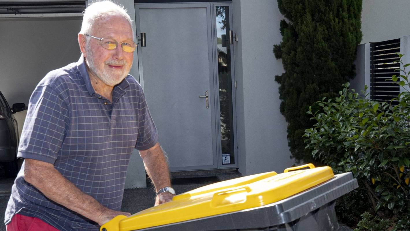 Council staff to rifle through recycling in bid to improve waste collection