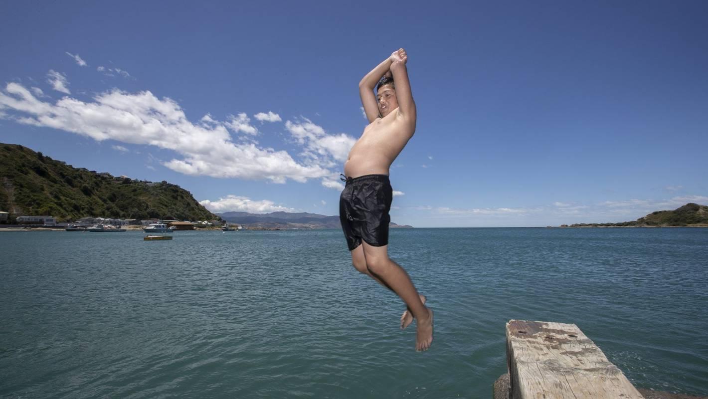 Weather system 'blocking' warmer temperatures reaching Wellington