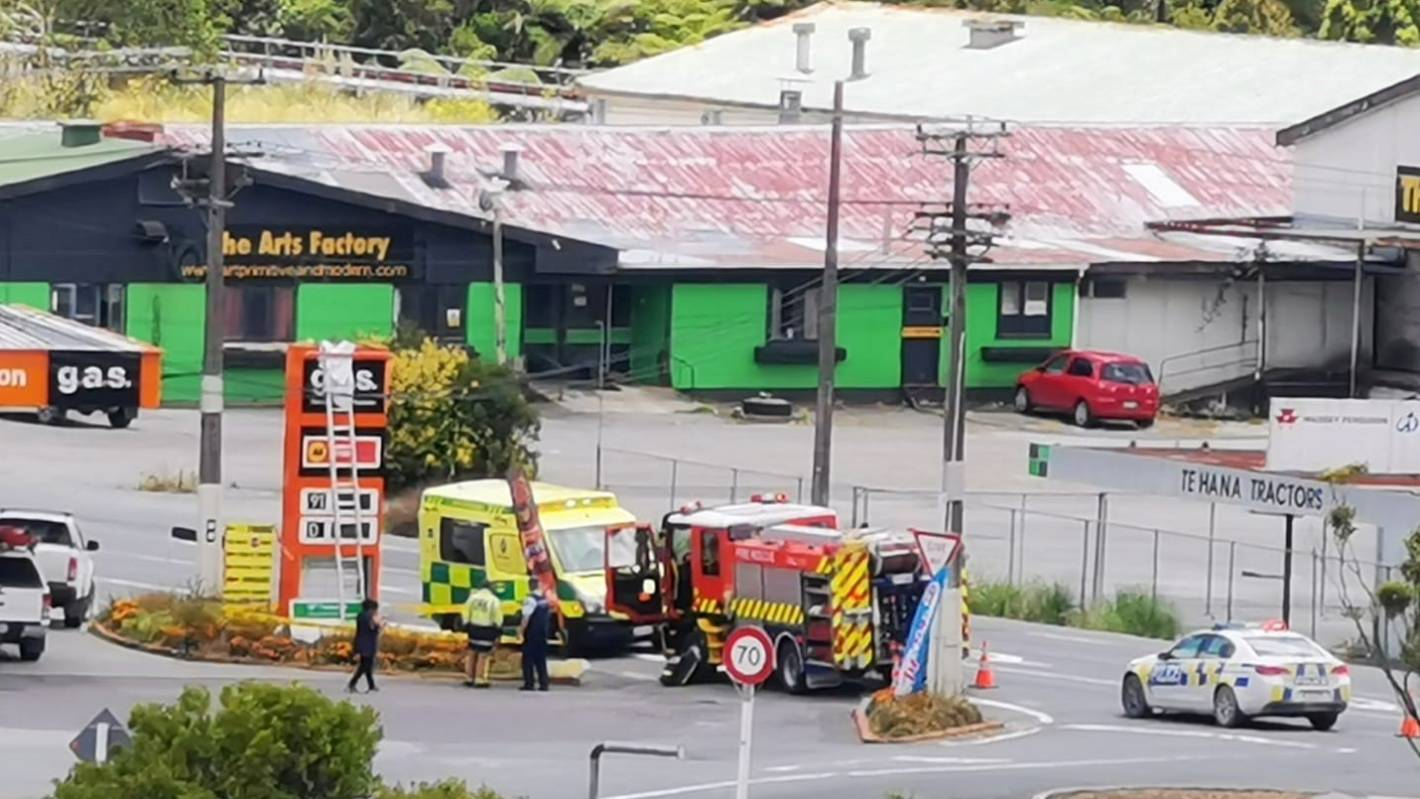 Man electrocuted, falls from ladder in Auckland's Te Hana