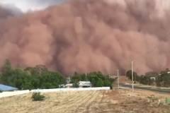 Huge dust storms hit NSW