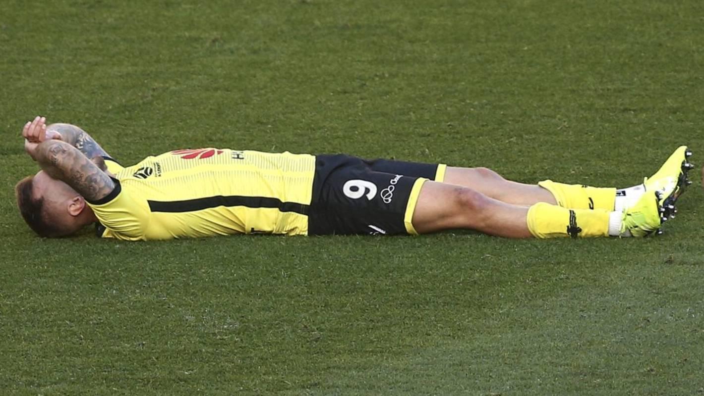 Wellington fog delays a pain in the hip for Wellington Phoenix's David Ball