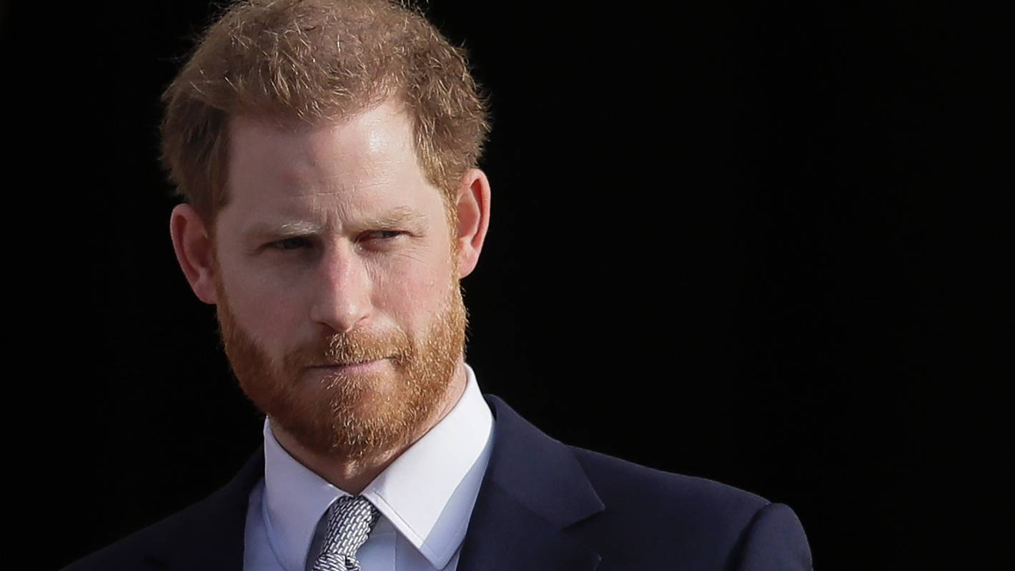 Prince Harry threatens paparazzi with legal action after landing in Canada to join Meghan