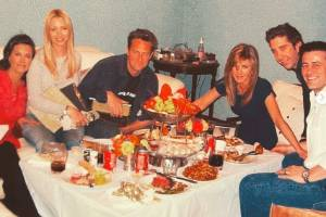 Courteney Cox posts unseen picture of the Friends cast before the show's finale.