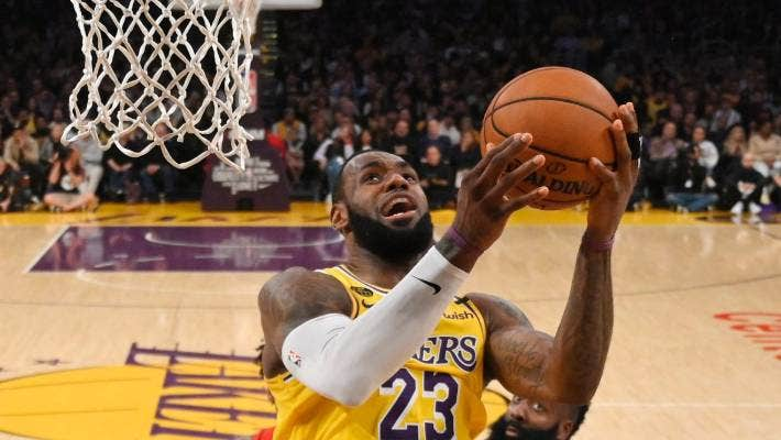 Lebron James Still Drawing Rave Reviews For His Kobe Bryant Tribute Dunk Stuff Co Nz