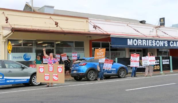 Taranaki Healthcare NZ workers protest restructuring proposals