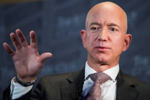 Jeff Bezos, Amazon founder and CEO, has paid a record $260 million to buy the former Warner mansion in Beverly Hills, ...